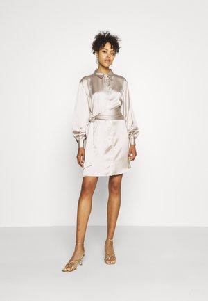FRONT KNOT SATIN SHIRT DRESS - Košilové šaty - beige