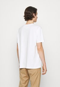 Paul Smith - DOORBELL PRINT UNISEX - T-shirt z nadrukiem - white - 4