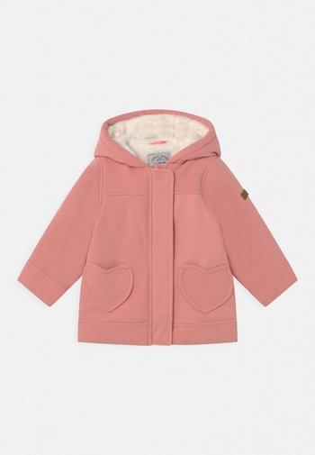 Zimní kabát - berry
