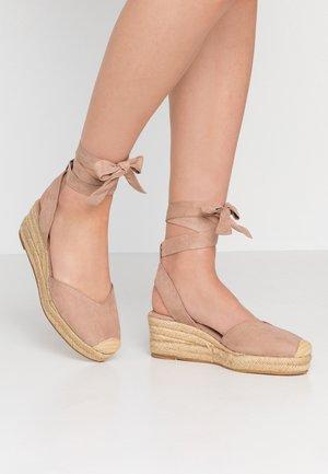 Sandalen met plateauzool - pepper
