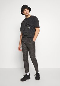 Shelby & Sons - ELDRED TROUSER - Pantaloni - charcoal - 1