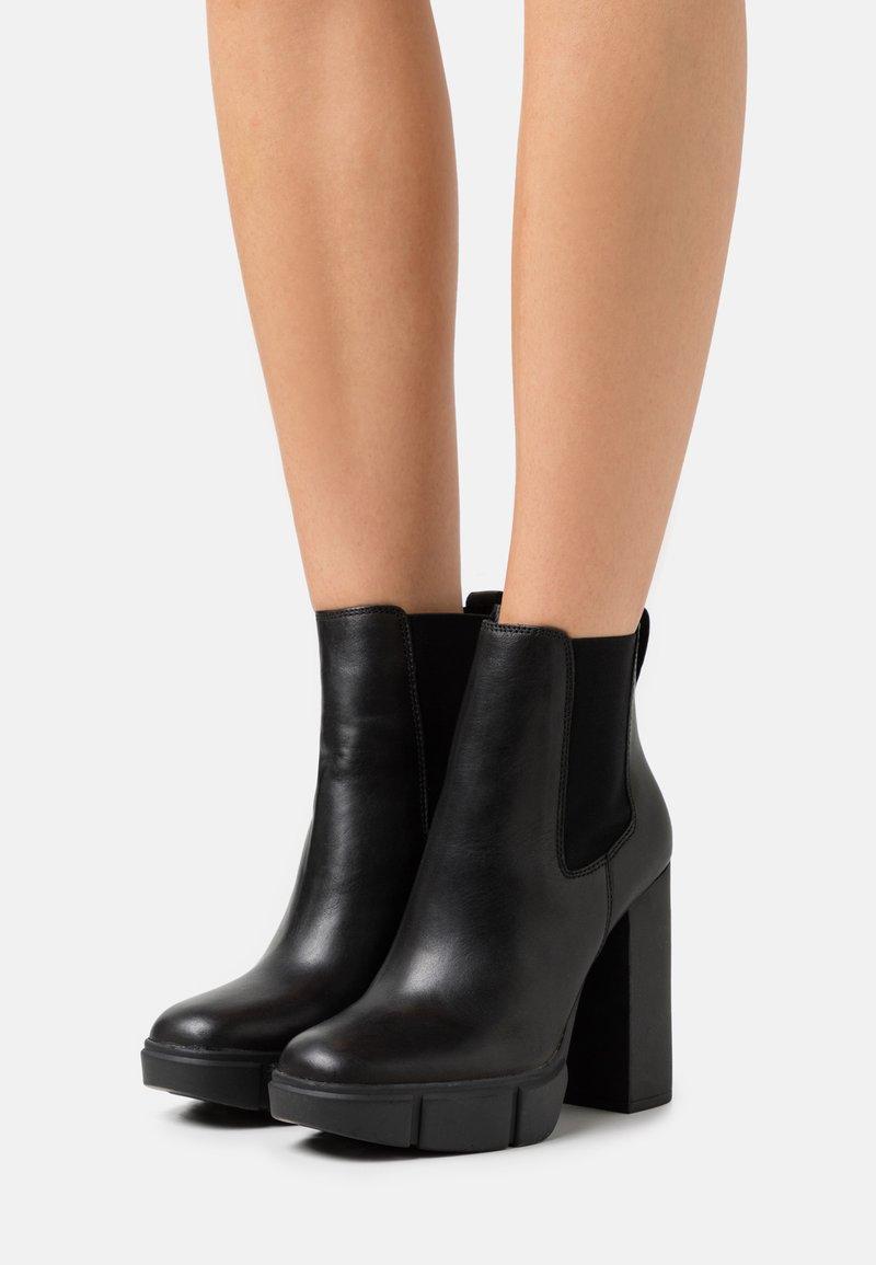 Steve Madden - REVISED - Kotníkové boty na platformě - black