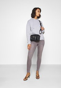 Missguided Petite - VICE HIGHWAISTED WITHZIP FLY - Jeans Skinny Fit - grey - 1