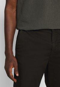 Nudie Jeans - EASY ALVIN - Chino kalhoty - black - 5