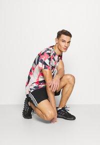 adidas Performance - RESPONSE PRIMEGREEN RUNNING SHORT SLEEVE TEE - Print T-shirt - grey/pink - 3