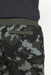 Under Armour - RIVAL - Tracksuit bottoms - baroque green - 6