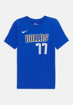 NBA DALLAS MAVERICKS LUKA DONCIC JAMES BOYS ICON TEE - Club wear - game royal
