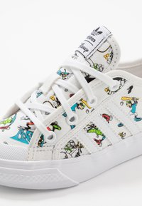 adidas Originals - NIZZA X DISNEY SPORT GOOFY - Trainers - footwear white/scarlet/core black - 2