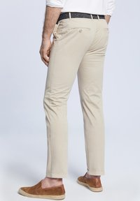 VISTULA - Spodnie materiałowe - beige - 2