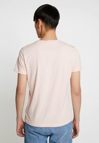Calvin Klein Jeans - SMALL INSTIT LOGO CHEST TEE - Basic T-shirt - pink - 2