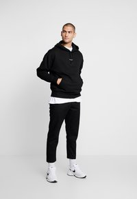 Good For Nothing - ESSENTIAL HOODIE - Felpa con cappuccio - black - 1