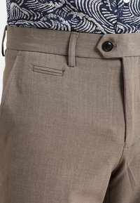 Lindbergh - CLUB PANTS - Trousers - beige mix - 3