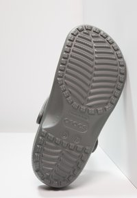 Crocs - CLASSIC UNISEX - Pool slides - slate grey - 4