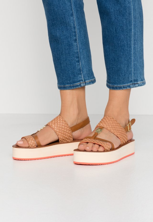 MIDVILLE  - Platform sandals - cognac/coral