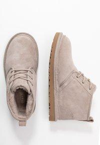 UGG - NEUMEL - Ankle boots - oyster - 3