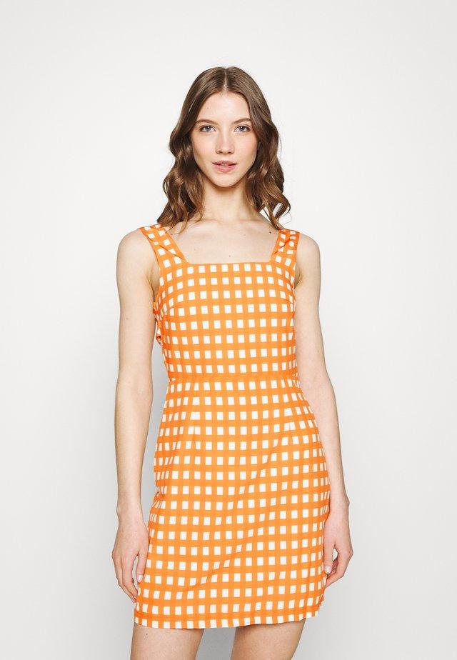 MAYA - Sukienka letnia - rust gingham