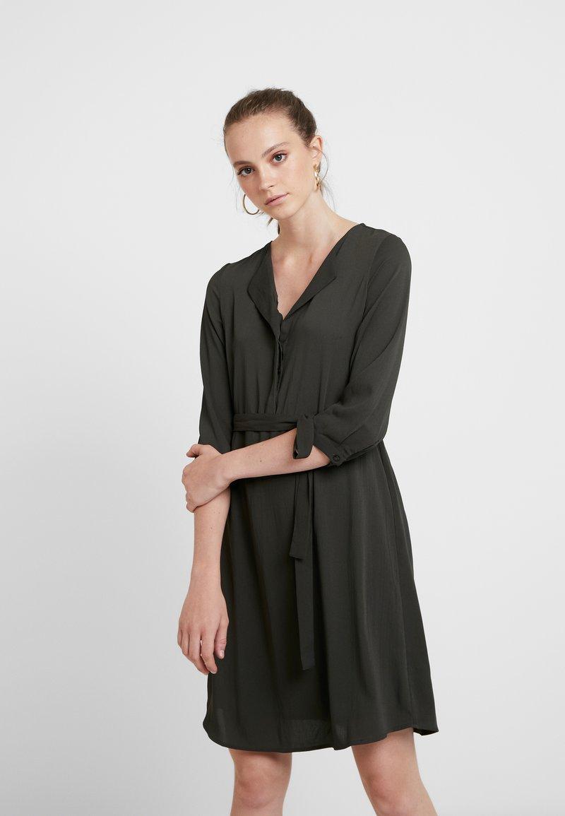Vero Moda - VMGRACE - Denní šaty - peat