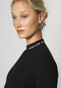 Calvin Klein Jeans - MOCK NECK TEE - Long sleeved top - black - 4