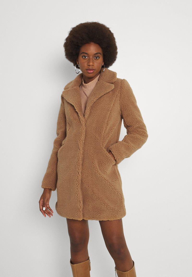 Vero Moda Tall - VMDONNA COAT - Klassisk kåpe / frakk - tobacco brown
