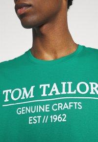 TOM TAILOR - Print T-shirt - new porcelain green - 4