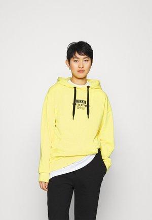 ICON HOODIE - Sweat à capuche - yellow
