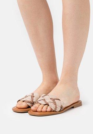 LOTHELALIAN - Pantofle - bone