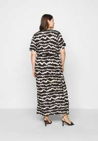 Dorothy Perkins Curve - WRAP SPOT  - Vestido largo - black/offwhite - 2