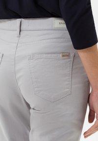 BRAX - STYLE CAROLA - Straight leg jeans - grey - 4