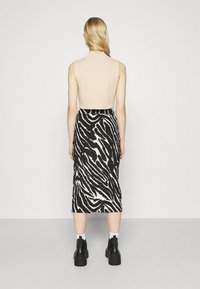Monki - DOLLY SKIRT - Pencil skirt - zebra - 2