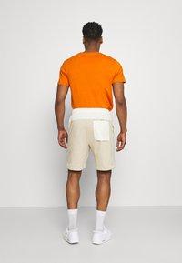 Nike Sportswear - MIX - Shorts - grain/coconut milk/ice silver/white - 2