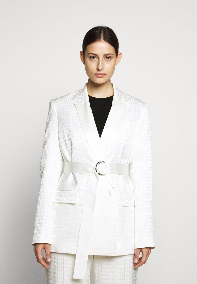 KARL LAGERFELD - CAMEO BELT - Short coat - off white