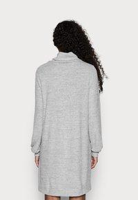 GAP Petite - TURTLENECK DRESS - Sukienka dzianinowa - light grey marle - 2