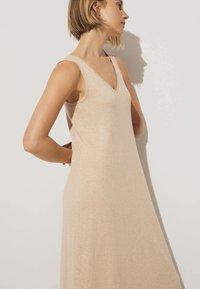 OYSHO - Pletené šaty - beige - 4