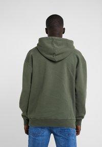 Han Kjøbenhavn - ARTWORK HOODIE - Sweat à capuche - faded army - 2