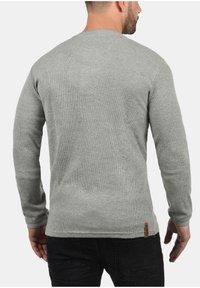 Solid - RUNDHALSSHIRT TOKATO - Long sleeved top - grey melange - 1