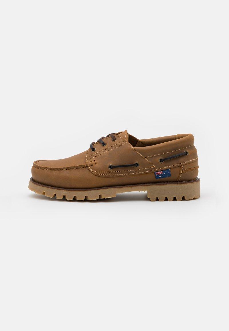 Blue Heeler - FENDER UNISEX - Boat shoes - cognac