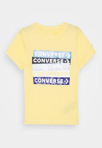 COLOURBLOCKED LOGO TEE - T-shirt con stampa - topaz gold