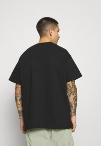 Mennace - BURNING HOOP - T-shirt con stampa - black - 2