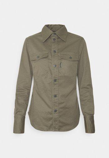 KICK BACK SHIRT - Button-down blouse - cavalry