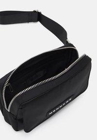Mennace - ZIP BUM BAG UNISEX - Sac banane - black - 2