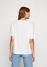 TOM TAILOR - FRONTPRINT OVERSIZED - Print T-shirt - whisper white - 2