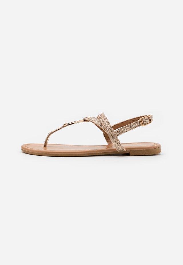 HOOPER GLITTER LI TOEPOST - Sandály s odděleným palcem - rose gold