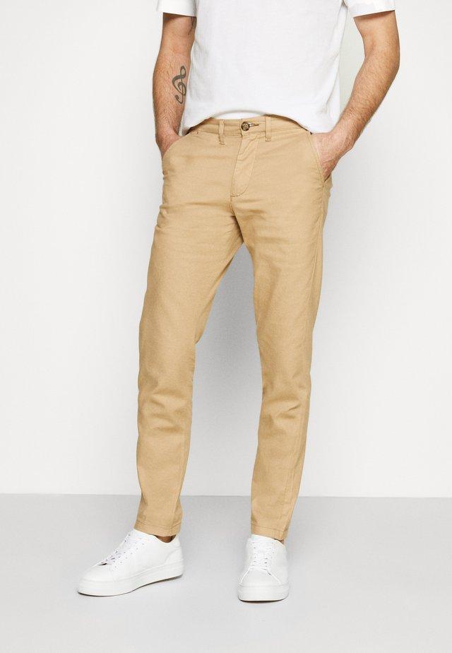 SLHSLIM MILES PANTS - Pantalones chinos - cornstalk