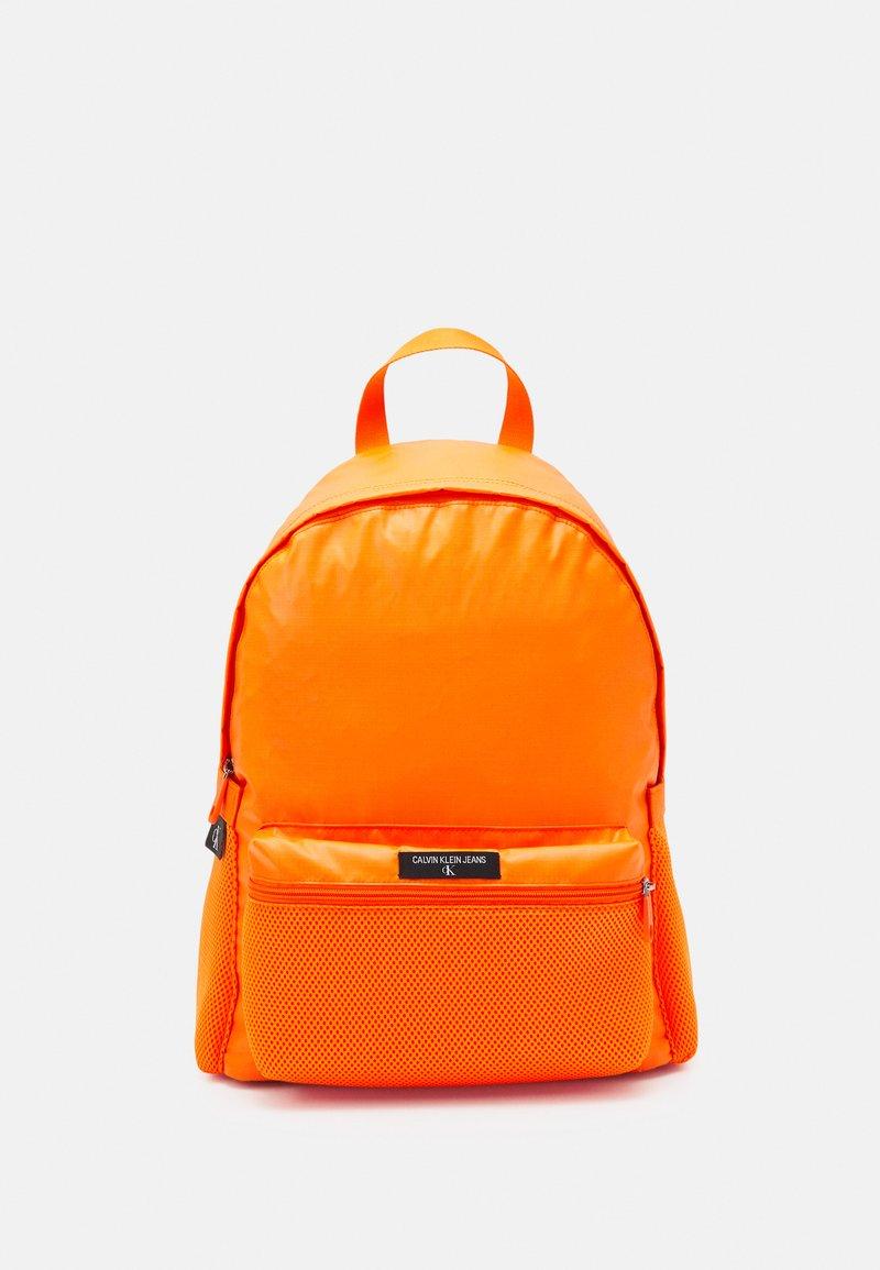 Calvin Klein Jeans - CAMPUS - Sac à dos - vivid orange