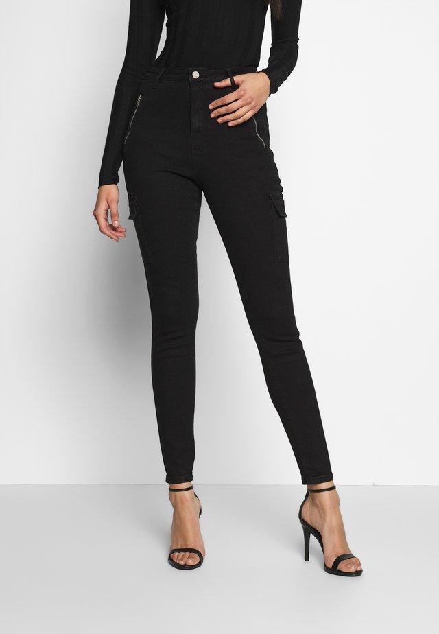 SKINNY POCKET CARGO - Jeans Skinny Fit - black