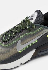 Nike Sportswear - AIR MAX 2090 UNISEX - Matalavartiset tennarit - anthracite/volt/black/newsprint/mystic stone - 5