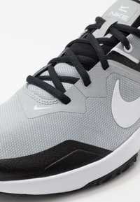 Nike Performance - VARSITY COMPETE TR 3 - Sports shoes - light smoke grey/white/black - 5