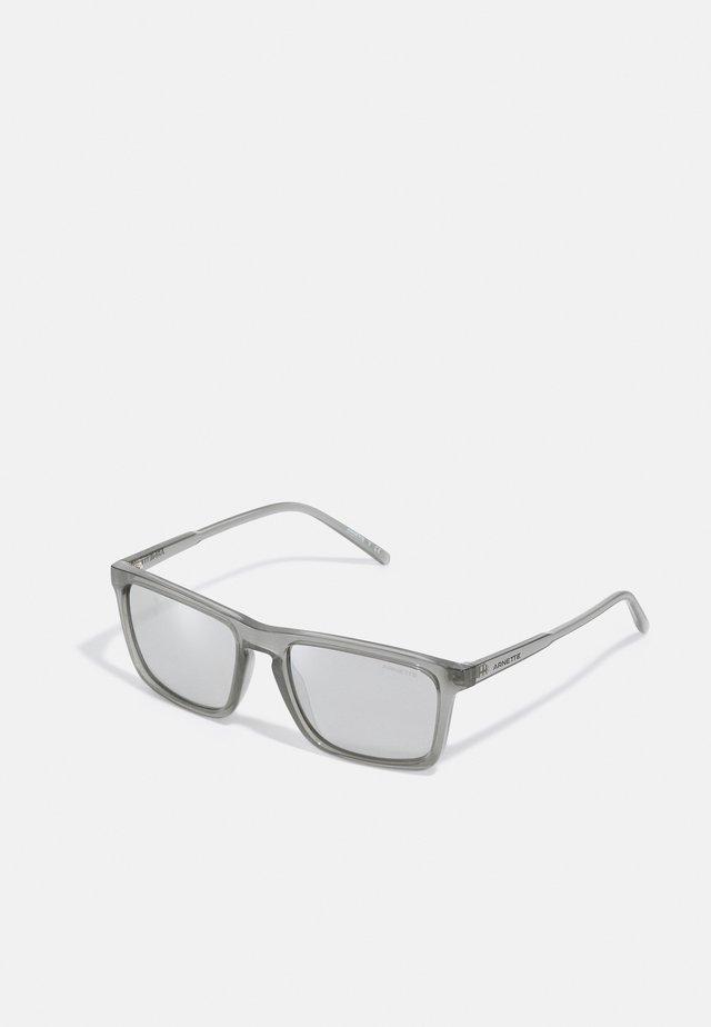 Sluneční brýle - transparent grey