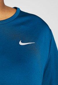 Nike Performance - DRY MILER PLUS - Basic T-shirt - valerian blue - 4