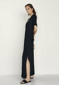 Massimo Dutti - MIT SEITLICHEN SCHLITZEN - Maxi dress - black - 0